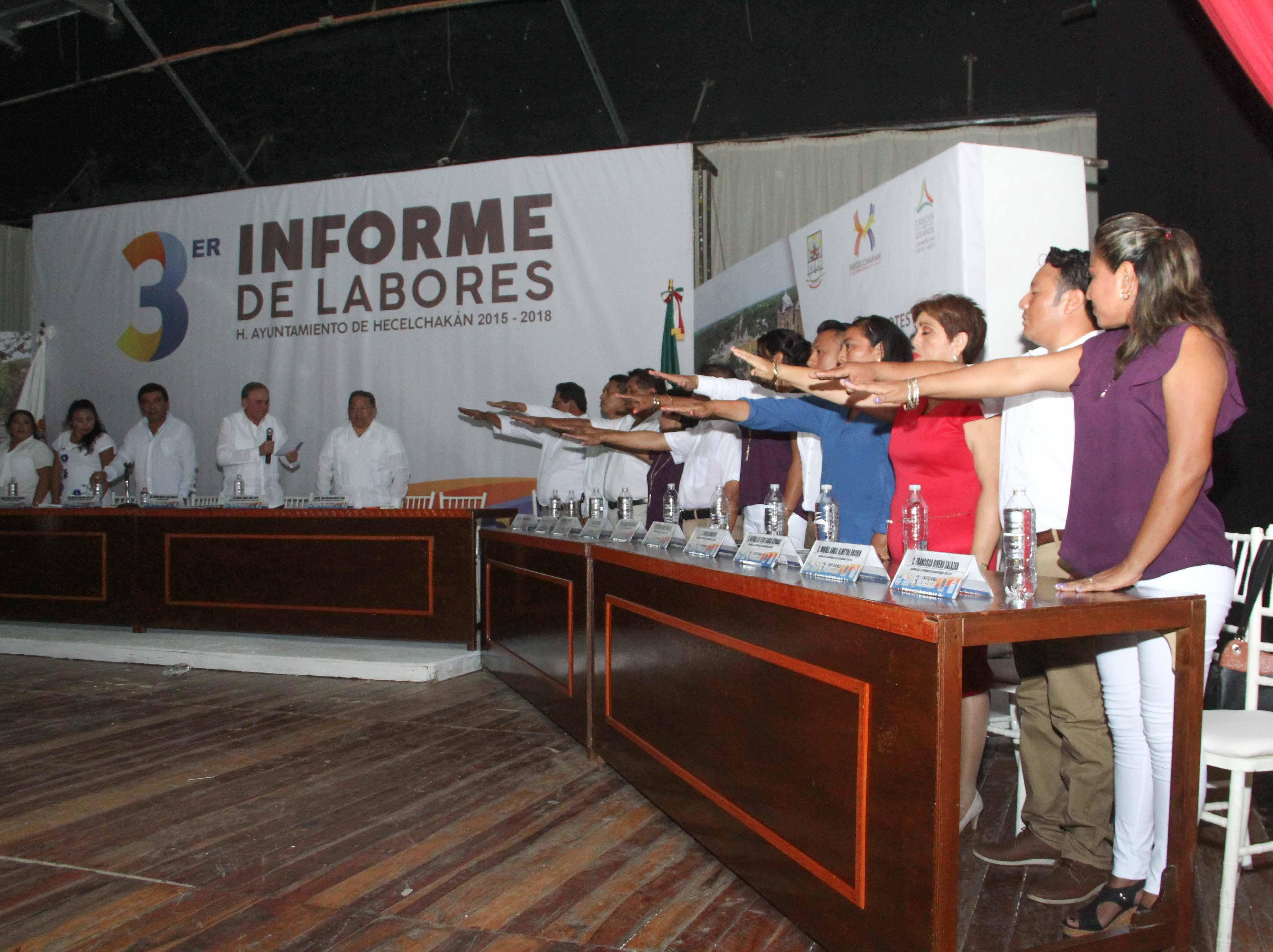 AYSA GONZÁLEZ TOMA PROTESTA A INTEGRANTES DEL CABILDO ELECTO DE HECELCHAKÁN