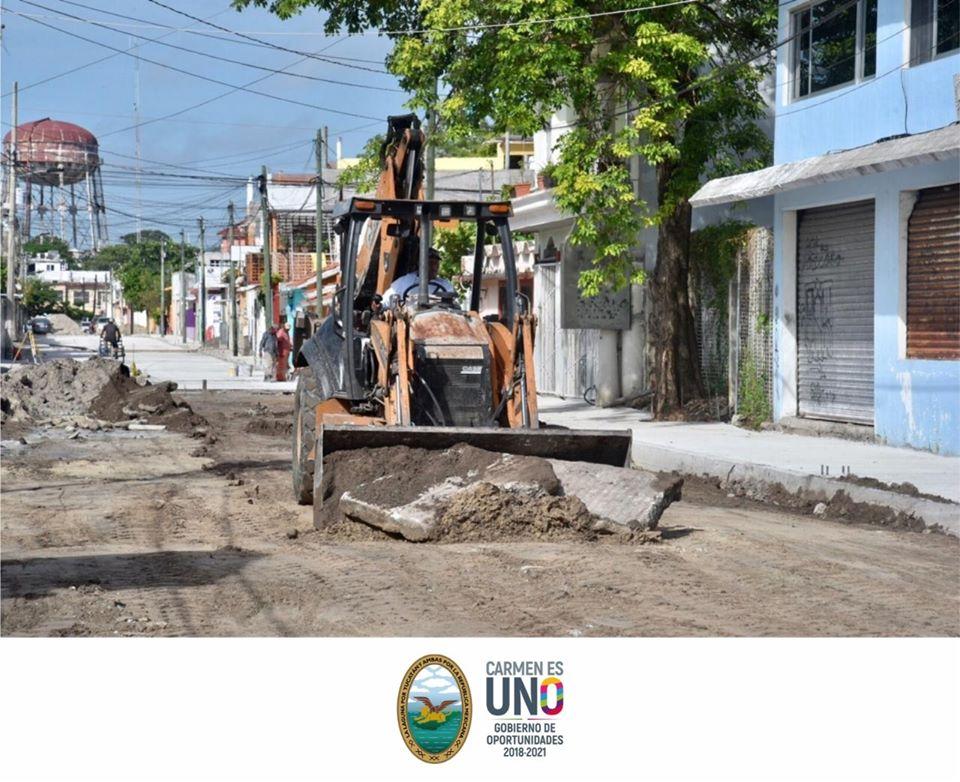 Se continúan con trabajos de pavimentación en la calle 35 de la colonia Fátima.