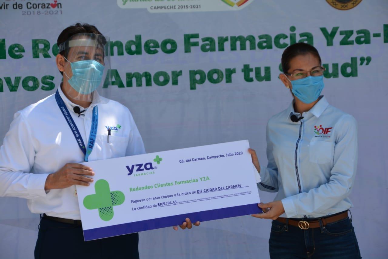 """RECIBE DIF CARMEN DONACIÓN DE 169 MIL 794.45 PESOS DE FARMACIAS """"YZA"""" PRODUCTO DEL REDONDEO """"CENTAVOS DE AMOR POR TU SALUD""""."""